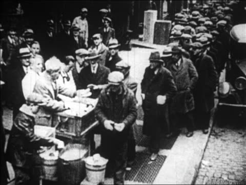 vídeos de stock, filmes e b-roll de high angle people standing in line at outdoor soup kitchen / great depression / newsreel - 1920 1929