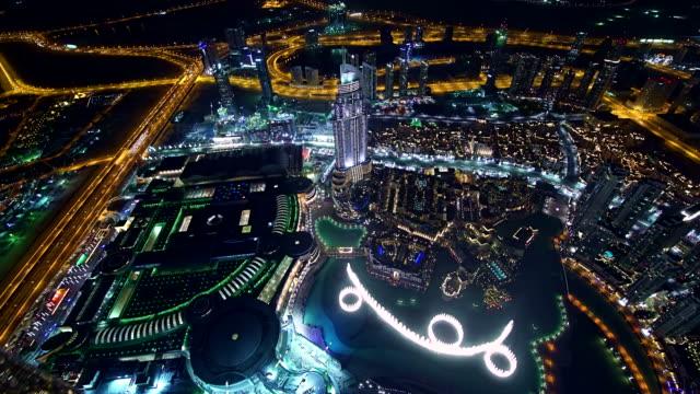 High-angle shot von Dubai bei Nacht