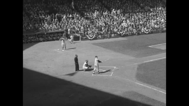 vídeos y material grabado en eventos de stock de high angle shot of sal maglie pitcher brooklyn dodgers going out onto the mound during game 1 of the world series / cutaway to news cameras / enos... - base home