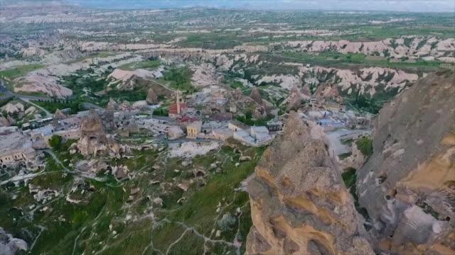 vídeos de stock e filmes b-roll de high angle shot of town with open landscape - exposto ao ar