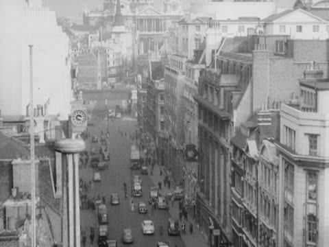 high angle shot panning down fleet street with st paul's cathedral in the distance. 1950's. - fleet street stock videos & royalty-free footage