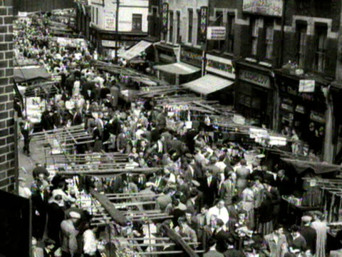high angle shots looking down onto a busy petticoat lane street market 1954 - street market stock videos & royalty-free footage