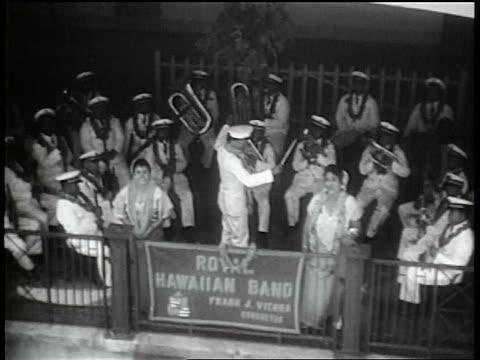 """vídeos y material grabado en eventos de stock de b/w 1936 high angle small orchestra + singers with leis behind """"royal hawaiian band"""" sign - isleño del océano pacífico"""
