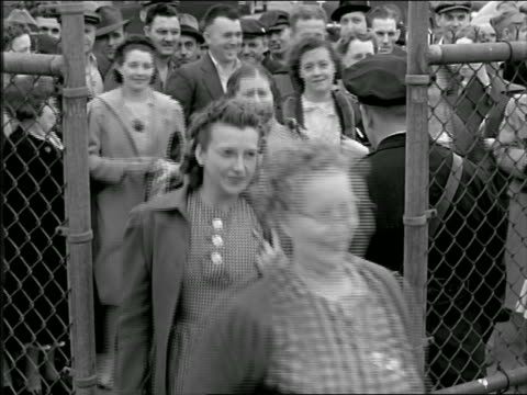 stockvideo's en b-roll-footage met b/w 1937 high angle smiling male + female blue collar workers entering gates of factory - grote depressie nieuwsevenement