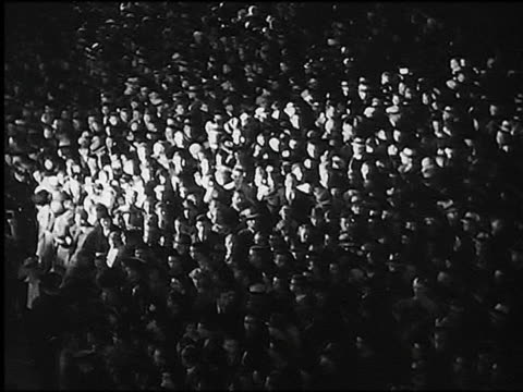 b/w high angle pan spotlight moving over huge crowd outdoors (movie premiere in hollywood) - wiltern theater - filmpremiere stock-videos und b-roll-filmmaterial