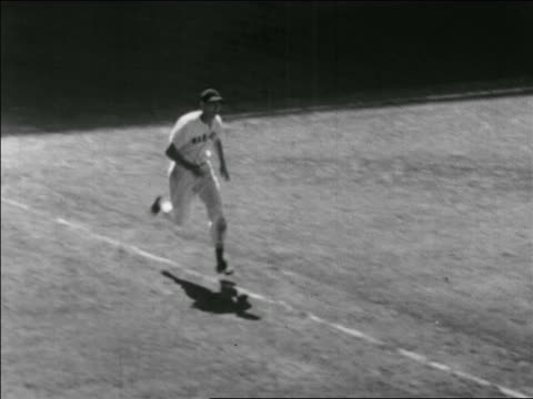 b/w 1941 high angle ted williams hitting home run in allstar game / briggs stadium detroit - baseballspieler stock-videos und b-roll-filmmaterial