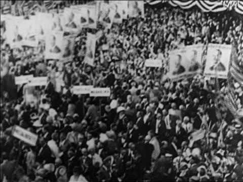 vídeos de stock e filmes b-roll de b/w 1920 high angle tilt up crowds with signs at democratic national convention / san francisco / documentary - eleição presidencial dos estados unidos da américa