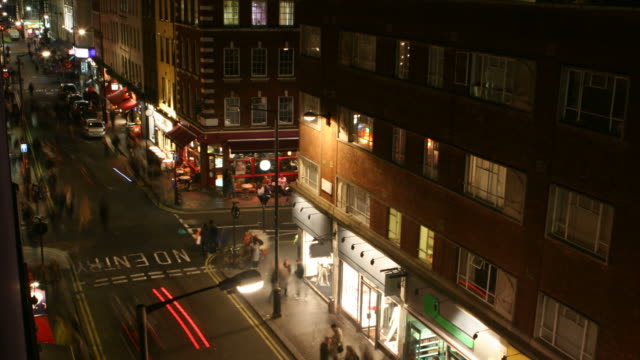 stockvideo's en b-roll-footage met high angle timelapse street - bar gebouw