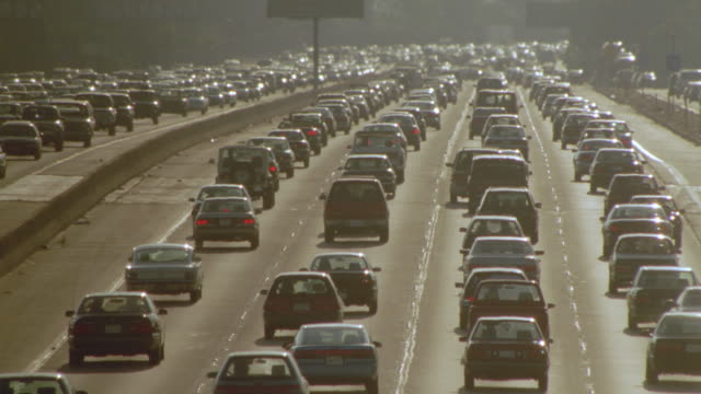 vidéos et rushes de high angle traffic jam on santa monica freeway + heat waves / los angeles - major road