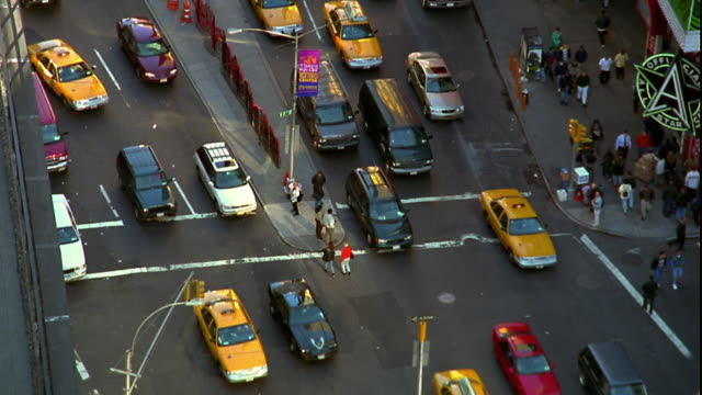 high angle traffic on broadway and 7th avenue in times square / midtown manhattan, new york city - yellow taxi video stock e b–roll