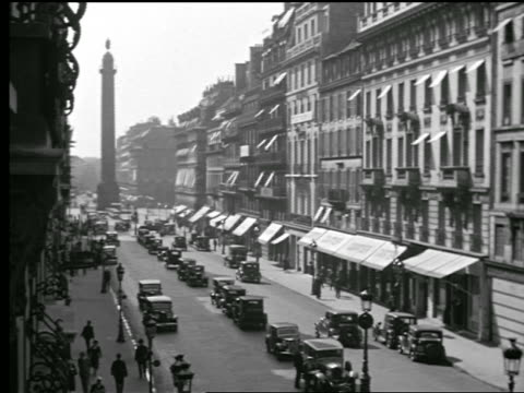 stockvideo's en b-roll-footage met b/w 1927 high angle traffic on street leading to the colonne vendome / paris, france - colonne vendome