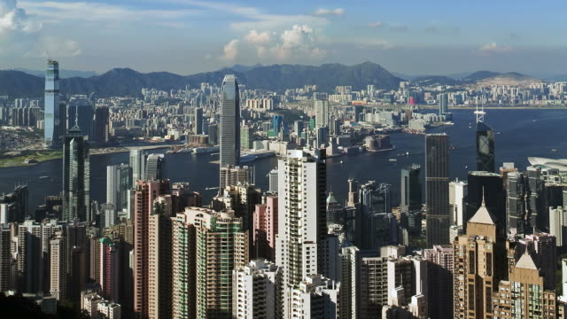 t/l high angle view from victoria peak, mount austin, over hong kong, across harbour towards tsim sha tsui, kowloon - bank of china tornet hongkong bildbanksvideor och videomaterial från bakom kulisserna