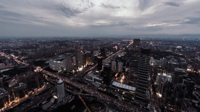 T/L WS HA High Angle View of Beijing Skyline, de jour à nuit Transition