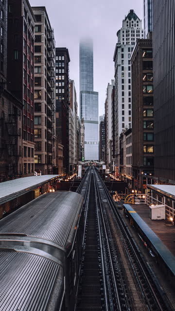 t/l zo high angle view of chicago loop metro train station - chicago 'l' stock videos & royalty-free footage