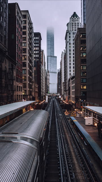 t/l high angle view of chicago loop metro train station - chicago 'l' stock videos & royalty-free footage