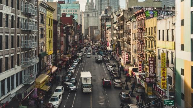 vídeos de stock, filmes e b-roll de t/l pan alta vista de ângulo de chinatown da ponte de manhattan - distrito financeiro de manhattan