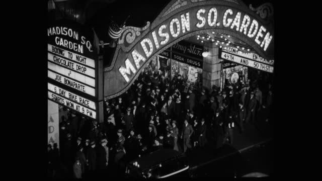 vídeos de stock e filmes b-roll de 1939 high angle view of crowd of people at madison square garden, new york city, new york state, usa - madison square garden