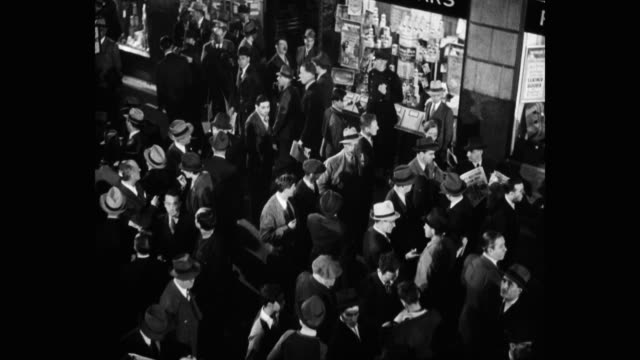 vidéos et rushes de 1939 high angle view of crowd of people standing outside madison square garden, new york city, new york state, usa - 1930
