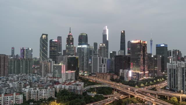 vídeos de stock e filmes b-roll de t/l ws zi high angle view of guangzhou skylinek, from dusk to night / guangdong, china - evolução