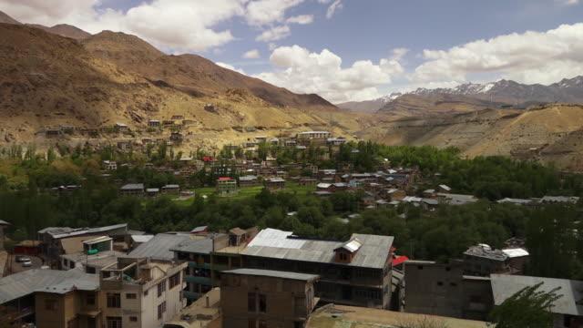 high angle view of kargil valley town, ladakh - umgeben stock-videos und b-roll-filmmaterial