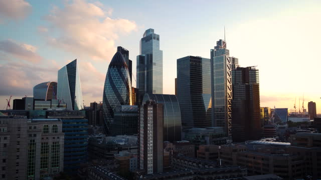 high angle view of london's financial district. - tilt up stock videos & royalty-free footage