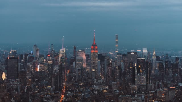 t/l zo high angle view of manhattan skyline, from dusk to night - development stock videos & royalty-free footage