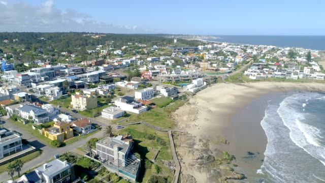high angle view of punta del este city, bird's eye view, drone point of view, uruguay - 鎮静薬点の映像素材/bロール