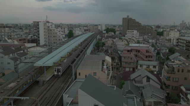 4k, high angle view of residential area in tokyo. japan. - dusk点の映像素材/bロール