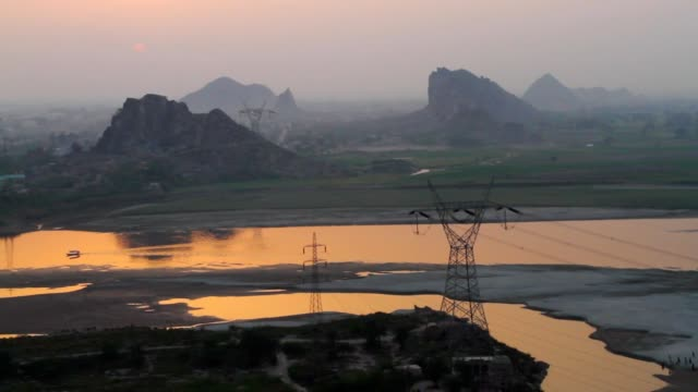 vidéos et rushes de high angle view of river from mountains at sunset - province du panjab