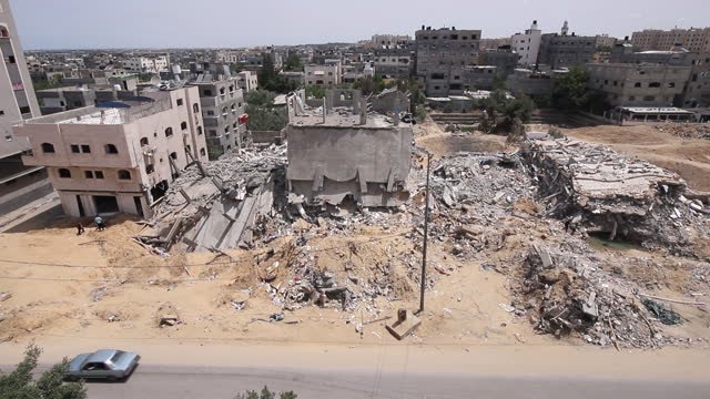 high angle view of ruined building in gaza after israeli missile attack. factories, residential buildings, commercial buildings and a clinic damaged... - ガザ市点の映像素材/bロール