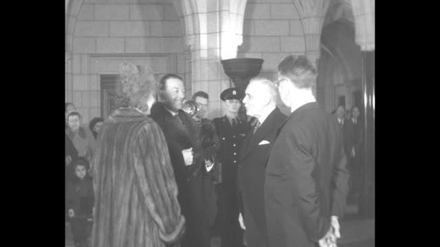 vídeos de stock, filmes e b-roll de high angle view of the procession walking toward throne in the canadian senate chamber / vs viscount harold alexander canada's governor general with... - cross legged