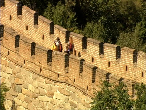 high angle view of tourists walking along battlements of great wall of china, mutianyu, china - mutianyu stock videos & royalty-free footage