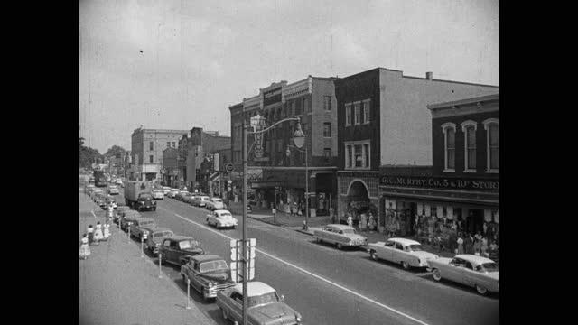 stockvideo's en b-roll-footage met high angle view of vehicles driving on street in city, van wert, ohio, usa - straatnaambord