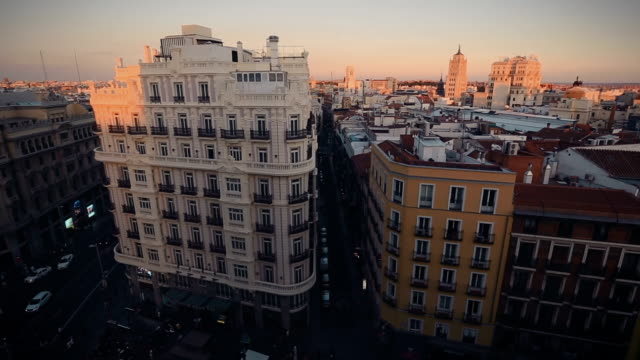 高角度のビューの gran via マドリッド - マドリード グランヴィア通り点の映像素材/bロール
