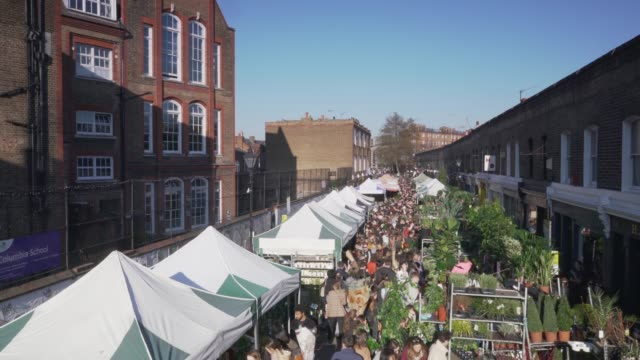 a high angle view over the crowds at columbia road flower market, london, uk. - ヨーロッパ点の映像素材/bロール