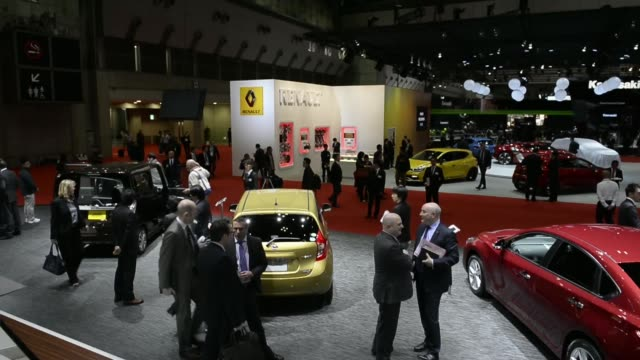 high angle views attendees walk past vehicles on display at the 43rd tokyo motor show 2013 in tokyo, japan, on wednesday, nov. 20, 2013.... - 2013 stock videos & royalty-free footage