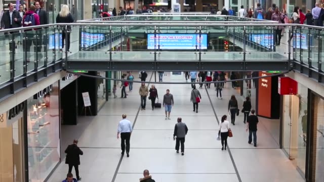 vídeos de stock, filmes e b-roll de high angle views shoppers walking through the manchester arndale shopping centre in manchester uk on thursday sept 3 soft focus shots people with... - soft focus