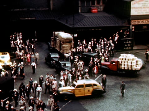 1949 High angle wide shot busy New York City street/ AUDIO