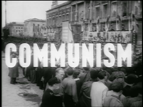 vidéos et rushes de b/w 1950 high angle wide shot crowd of people marching watching parade in communist demonstration / berlin - communisme
