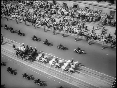 b/w 1945 high angle wide shot horsedrawn cart motorcycles mourners walk at fdr's funeral / washington dc - herbivorous stock videos & royalty-free footage