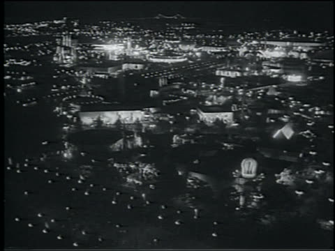 b/w 1964 high angle wide shot lit ny world's fair at night - esposizione universale di new york video stock e b–roll