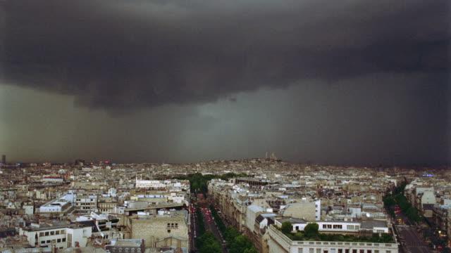 vidéos et rushes de high angle wide shot of lightning + storm clouds over paris - éclair