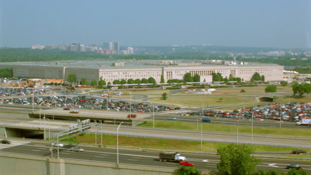 high angle wide shot pentagon building with highway in foreground / arlington, virginia (washington, d.c.) - arlington virginia video stock e b–roll