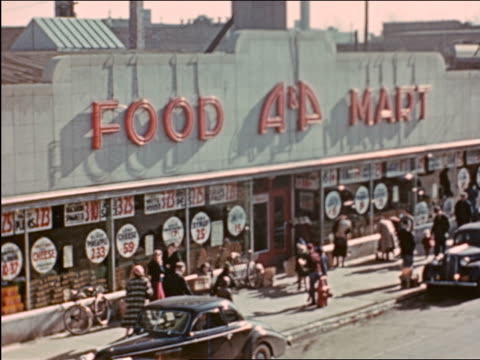 vidéos et rushes de 1941 high angle wide shot people entering a and p grocery store / chicago / industrial - prelinger archive