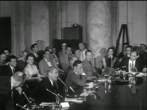 vidéos et rushes de b/w 1953 high angle wide shot sen symington addresses mccarthy gets up leaves / armymccarthy hearings - 1953