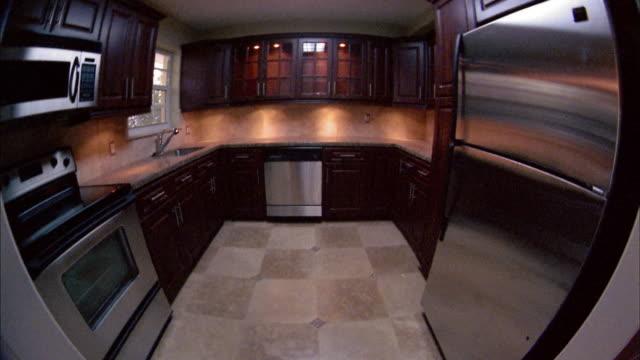 high angle wide shot tilt up empty kitchen - präsentation hinter glas stock-videos und b-roll-filmmaterial