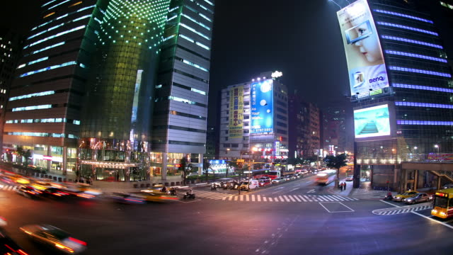 high angle wide shot traffic passing through intersection of keelung and xinyi roads at night / taipei, taiwan - insel taiwan stock-videos und b-roll-filmmaterial