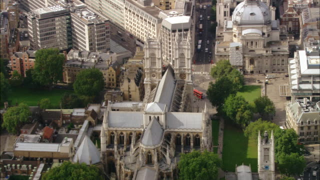 stockvideo's en b-roll-footage met high angle wide shot westminster abbey/ zoom out houses of parliament and cityscape / london, england - westminster abbey