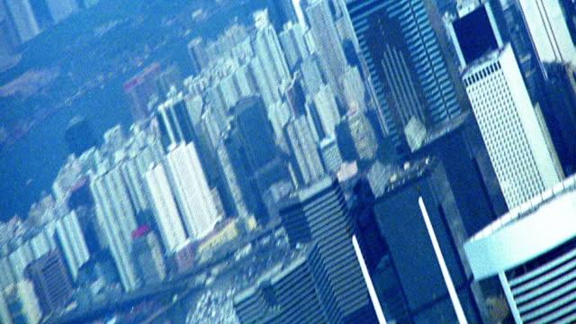 high angle wide shot zoom out buildings of downtown hong kong / china - セントラルプラザ点の映像素材/bロール