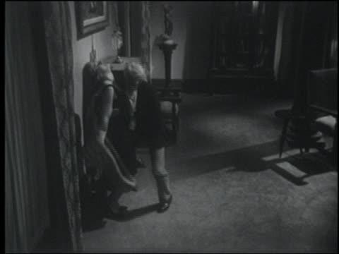 vídeos y material grabado en eventos de stock de b/w 1964 high angle woman faints into man's arms; he lifts her - mareado